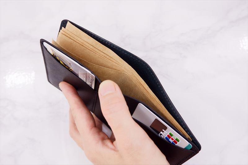 「スーツのポケットにぴったり、二つ折り財布」のご感想です。